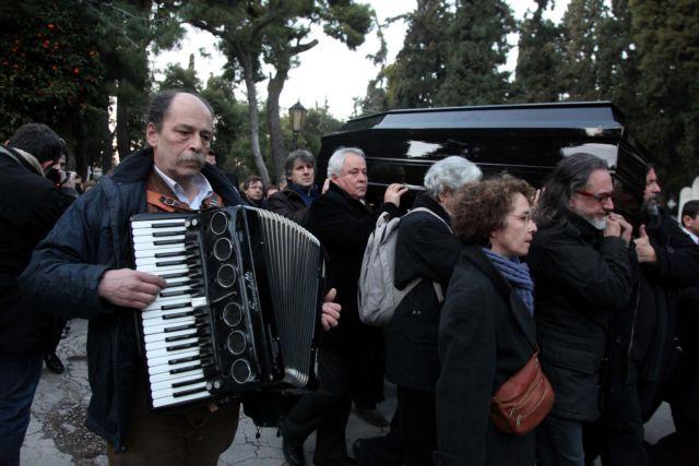 [Φαινόμενα] Τηλεοπερέτα για μια κηδεία   tanea.gr