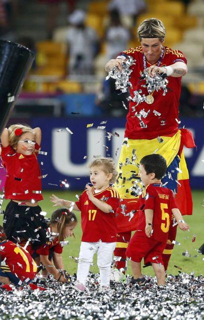 Το ποδόσφαιρο την ένωσε ξανά!   tanea.gr