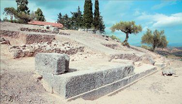 Αποκαλύπτεται ο θρόνος του Απόλλωνα   tanea.gr