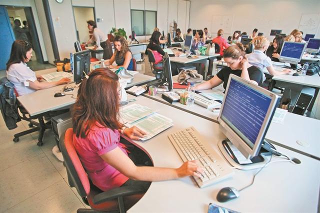 Ετοιμη η προκήρυξη για 36.000 θέσεις εργασίας | tanea.gr