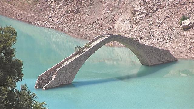 Γεφύρι 360 ετών κινδυνεύει να γκρεμιστεί | tanea.gr