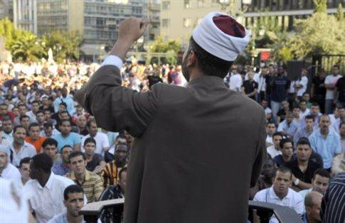 Δημόσια προσευχή μουσουλμάνων σε 14 σημεία της Αθήνας | tanea.gr