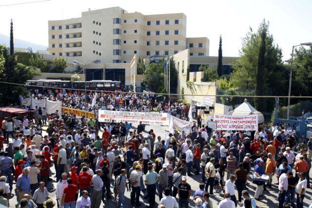 «Εισβολή» αυτοκινητιστών στο υπουργείο Μεταφορών | tanea.gr