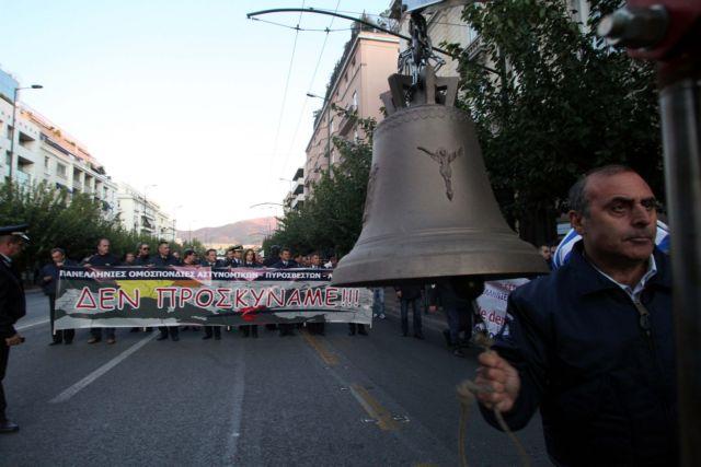Διαμαρτυρία ενστόλων μπροστά στη Βουλή | tanea.gr