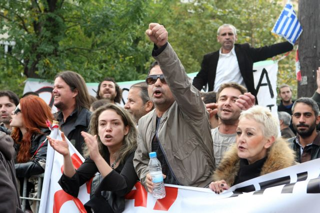 Με συνθήματα και χωρίς βουλευτές η παρέλαση στη Θεσσαλονίκη   tanea.gr