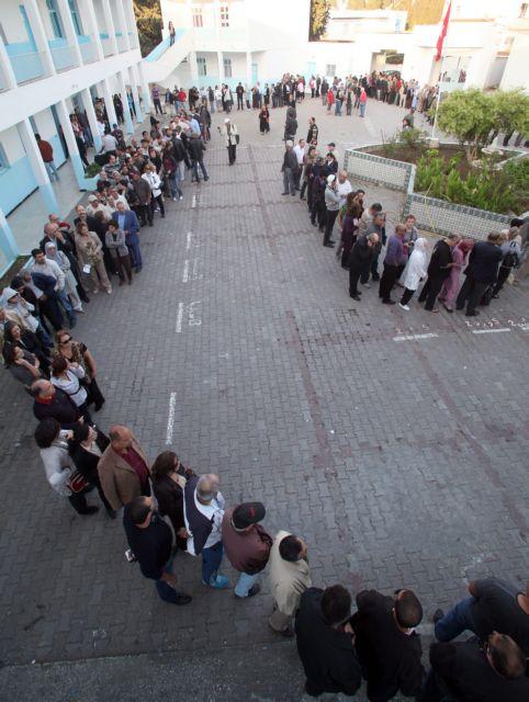 Πόλεμος δύο κόσμων στις πρώτες ελεύθερες εκλογές   tanea.gr