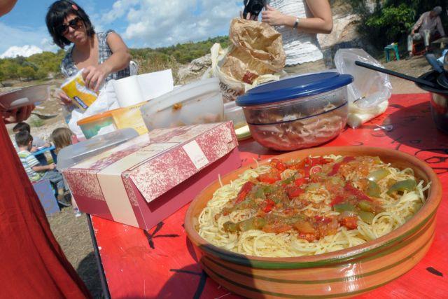 Μεσημεριανό πάρτι με σπιτικό  φαγητό στον Λόφο Φιλοπάππου   tanea.gr