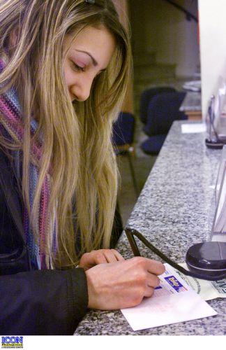 Δέσμευση 140  τραπεζικών λογαριασμών | tanea.gr