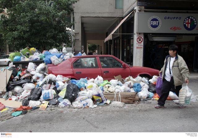Για ακόμη μία εβδομάδα στους δρόμους τα σκουπίδια   tanea.gr