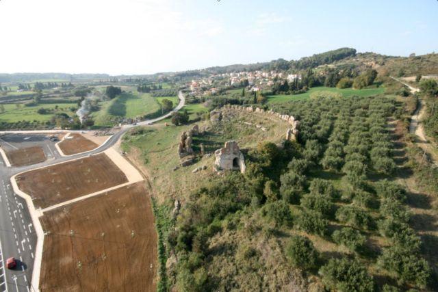 Λύση σωτηρίας για τα αρχαία θέατρα Δελφών και Νικόπολης   tanea.gr