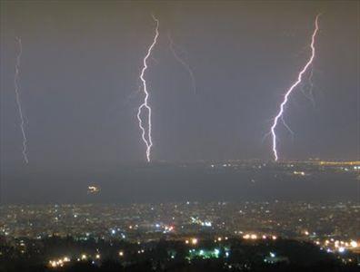 Βροχές και καταιγίδες από την Κυριακή | tanea.gr