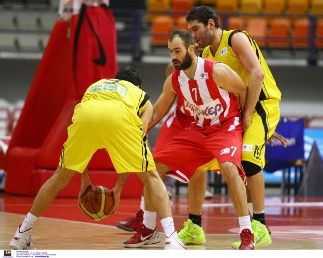 O Ολυμπιακός νίκησε, ο Ηλυσιακός φωνάζει για τη διαιτησία. | tanea.gr