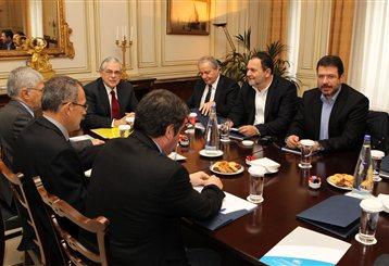 Παπαδήμος: Δεν μειώνονται οι πόροι για την Αυτοδιοίκηση | tanea.gr
