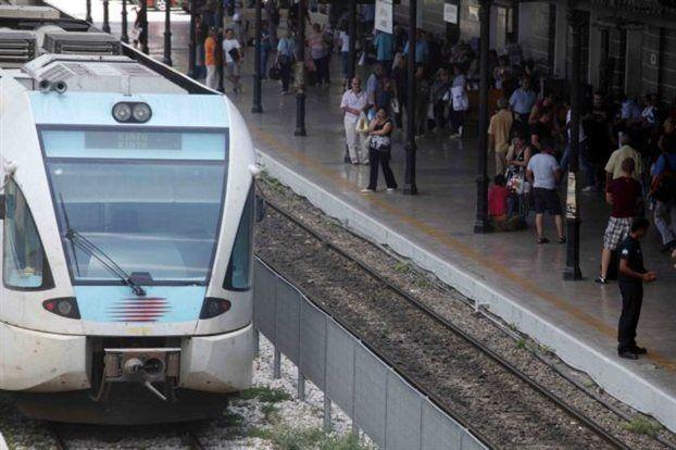 Εκτροχιάστηκε αμαξοστοιχία με 150 επιβάτες στις Αχαρνές | tanea.gr