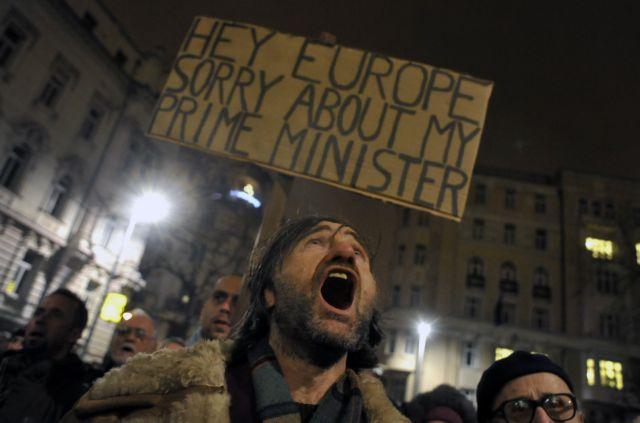 Βάζει στο χέρι την κεντρική τράπεζα,  τη Δικαιοσύνη και  φιμώνει τα ΜΜΕ   tanea.gr