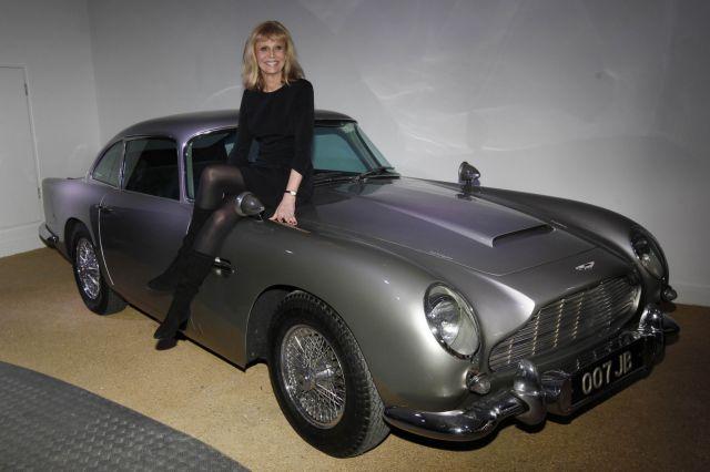 50 χρόνια κορίτσια και αυτοκίνητα για τον 007   tanea.gr