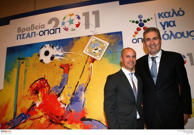 «Κοκκίνισαν» τα ποδοσφαιρικά βραβεία | tanea.gr