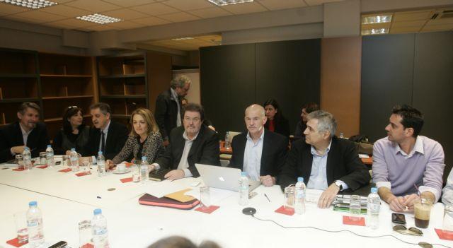 Ένταση στη μαραθώνια συνεδρίαση | tanea.gr