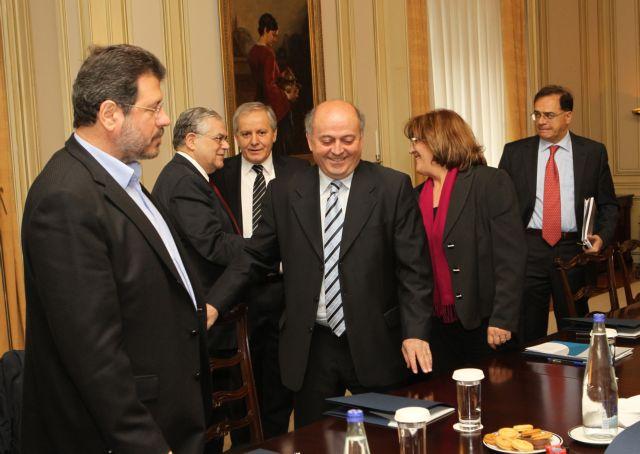 Παπαδήμος προς δημάρχους: Αξιοποιήστε κοινοτικούς πόρους, μετακινήστε υπαλλήλους   tanea.gr