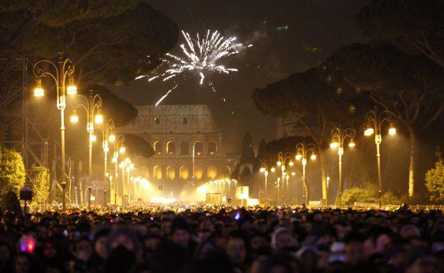 Ιταλία: Δύο νεκροί και 561 τραυματίες από τα πυροτεχνήματα της Πρωτοχρονιάς | tanea.gr