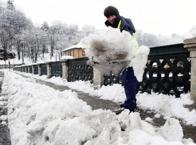 Χιόνια στη Φθιώτιδα - Χωρίς προβλήματα η κυκλοφορία | tanea.gr