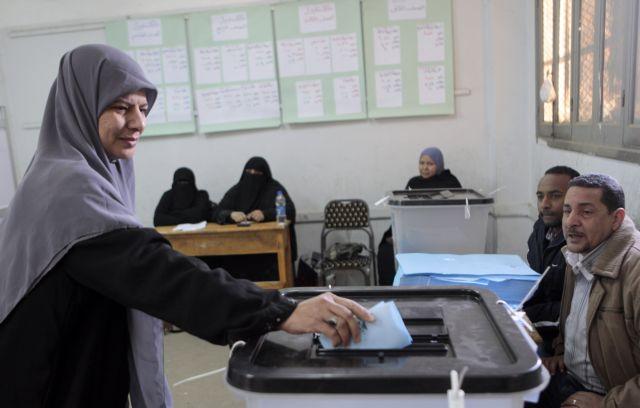 Στις κάλπες οι Αιγύπτιοι για την εκλογή αντιπροσώπων στην Ανω Βουλή | tanea.gr