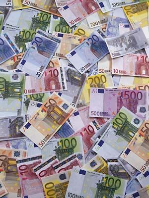 Fitch:«Η Ιταλία θα κρίνει το μέλλον του ευρώ» | tanea.gr