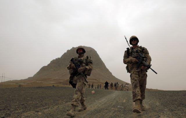 Σοκ προκαλεί βίντεο αμερικανών πεζοναυτών που ουρούν σε σορούς Ταλιμπάν | tanea.gr