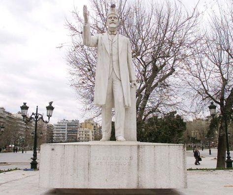 Θεσσαλονίκη: Κατάληψη στην πλατεία στο Άγαλμα Βενιζέλου | tanea.gr