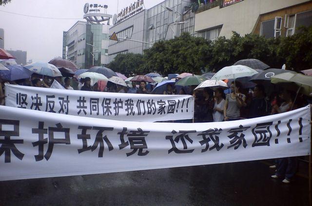 Οι διαδηλωτές σταμάτησαν το εργοστάσιο χαλκού   tanea.gr