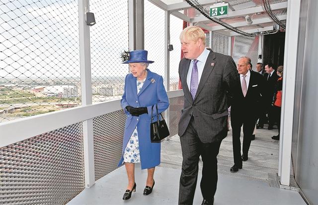 Θα σώσει η Ελισάβετ τη Βρετανία; | tanea.gr