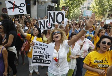 Ισπανία: Εγκρίθηκαν από τη βουλή τα αυστηρά μέτρα λιτότητας   tanea.gr