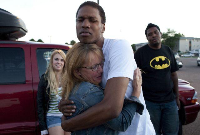 ΗΠΑ: 12 νεκροί από πυροβολισμούς στην πρεμιέρα του Μπάτμαν | tanea.gr