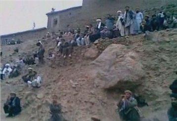 Βίντεο με την εν ψυχρώ εκτέλεση Αφγανής για μοιχεία | tanea.gr