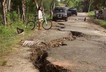 Μία γυναίκα νεκρή εξαιτίας του πανικού που προκάλεσε σεισμός στη Σουμάτρα | tanea.gr
