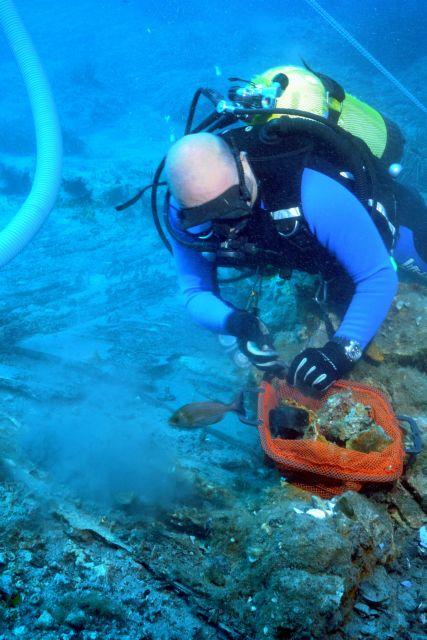 Στο μικροσκόπιο των αρχαιολόγων το ναυάγιο που μετέφερε τα γλυπτά του Παρθενώνα στην Αγγλία   tanea.gr