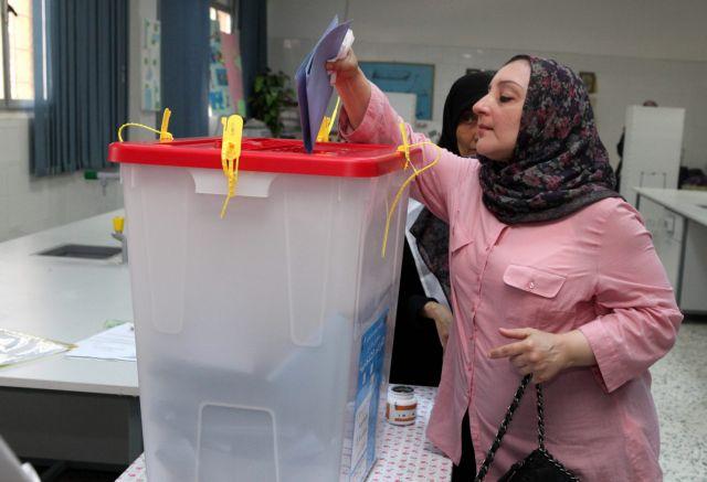 Επεισόδια στις πρώτες μετά Καντάφι εκλογές στη Λιβύη   tanea.gr