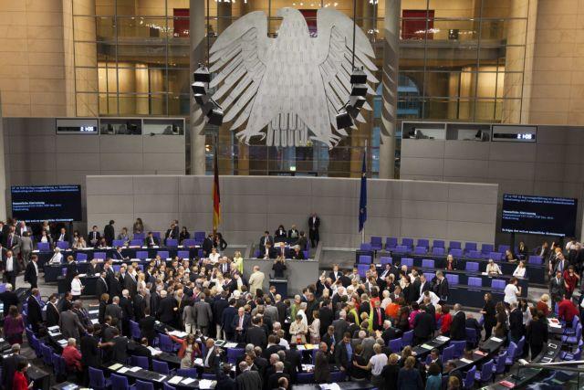 Με έξοδο από τον κυβερνητικό συνασπισμό απειλεί το CSU αν η Γερμανία «πληρώσει κι άλλα»   tanea.gr