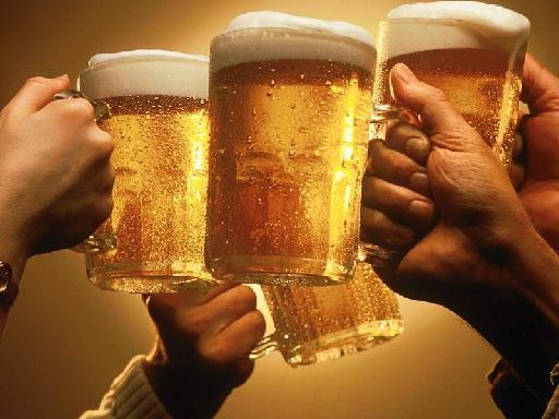 Στο ποτό μας «σπρώχνει» το στρες της δουλειάς | tanea.gr