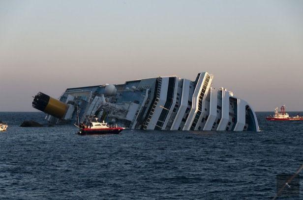 Ελεύθερος αφέθηκε ο καπετάνιος του κρουαζιερόπλοιου Costa Concordia | tanea.gr