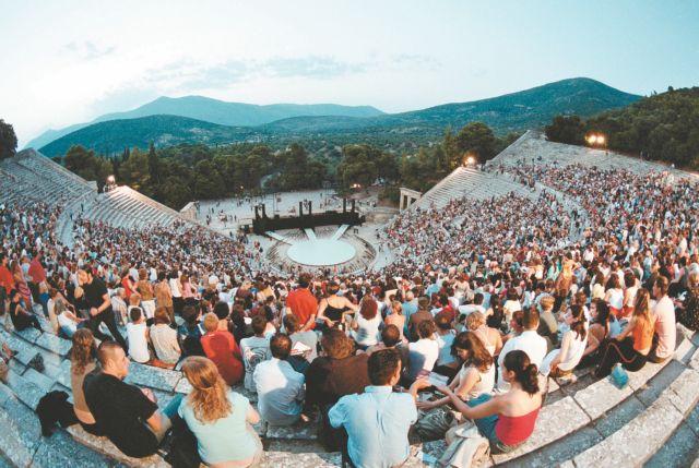 Καταχειροκροτήθηκε ο θίασος του Οιδίποδα Τυράννου στην Επίδαυρο   tanea.gr