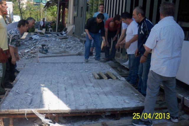 Αυθαίρετες κατασκευές στο Γκάζι γκρέμισαν συνεργεία του Δήμου Αθηναίων | tanea.gr