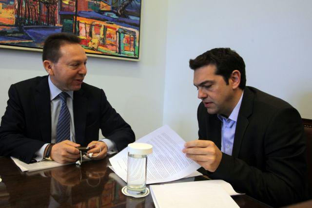 Στουρνάρας προς τρόικα: «Αν θέλετε άλλα μέτρα, πάρτε τα κλειδιά του υπουργείου και δώστε τα στον Τσίπρα»   tanea.gr