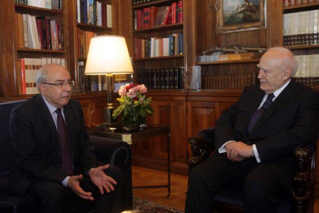 Πικρία για τη στάση των Ευρωπαίων εξέφρασε στον Κ. Παπούλια ο Γ. Ομήρου   tanea.gr