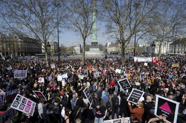 Ογκώδης διαδήλωση στο Παρίσι κατά του νομοσχεδίου για τους γάμους ομοφυλοφίλων | tanea.gr