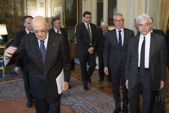 Ο Ναπολιτάνο με τους σοφούς και ο Γκρίλο με τη... Λεπέν! | tanea.gr