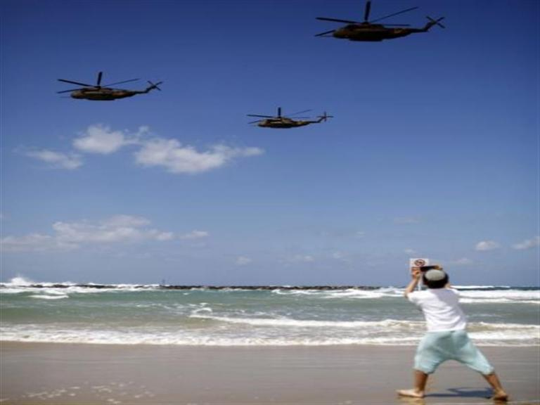 «Κυνηγώντας» τα ελικόπτερα   tanea.gr