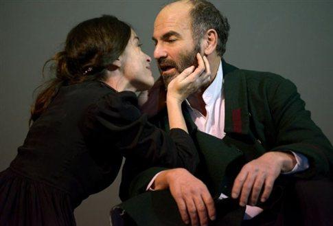 Παρατείνονται έως τις 19 Μαΐου οι παραστάσεις του έργου «Το Πένθος ταιριάζει στην Ηλέκτρα»   tanea.gr