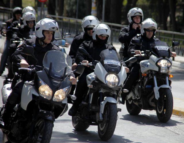 Καταδίωξη με ανταλλαγή πυροβολισμών μεταξύ αστυνομικών και αγνώστων στη Μάνδρα Αττικής   tanea.gr