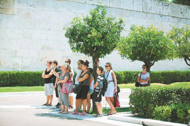 Έως και 20% η αύξηση του τουρισμού εφέτος σύμφωνα με τον ΕΟΤ   tanea.gr